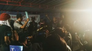 Polisi dan Tentara Bubarkan Acara Tolak Bau Busuk PT RUM