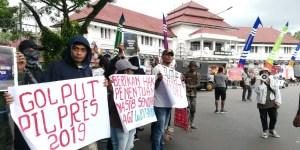 Suarakan Tutup Freeport dan Golput, Massa Aksi Digebuk Polisi