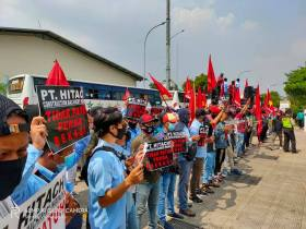 Kronik Protes Buruh Magang PT Hitachi Construction Machinery