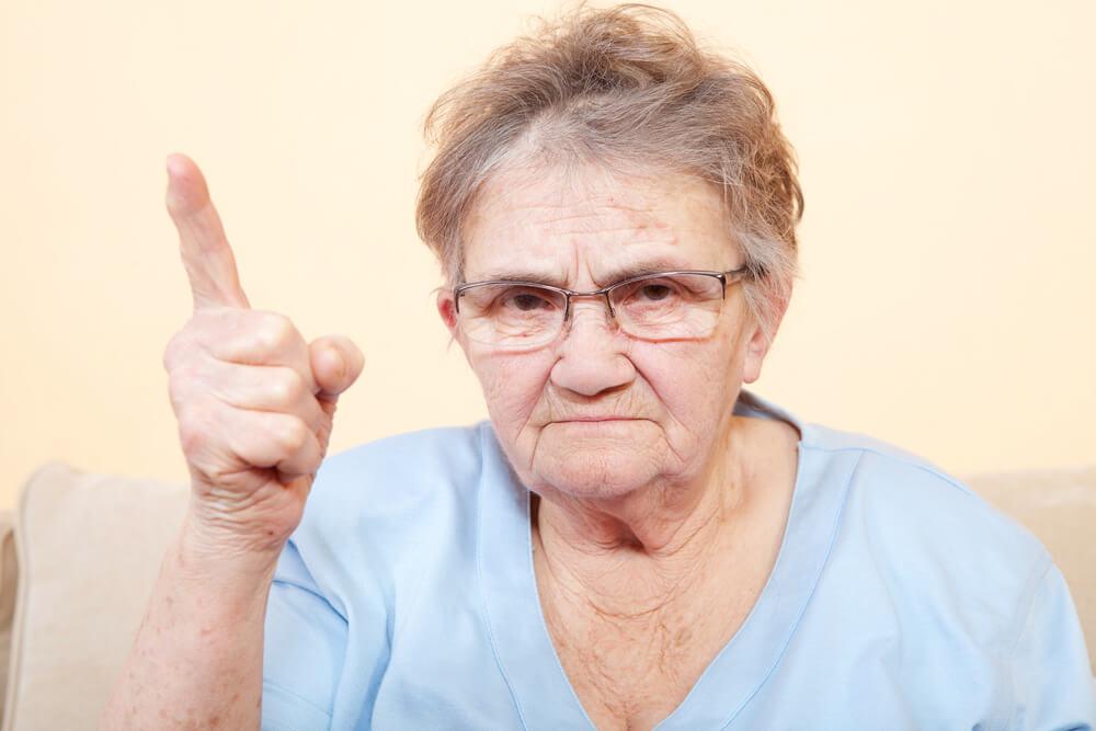 Ako komunikovať so seniorom dominantnej povahy