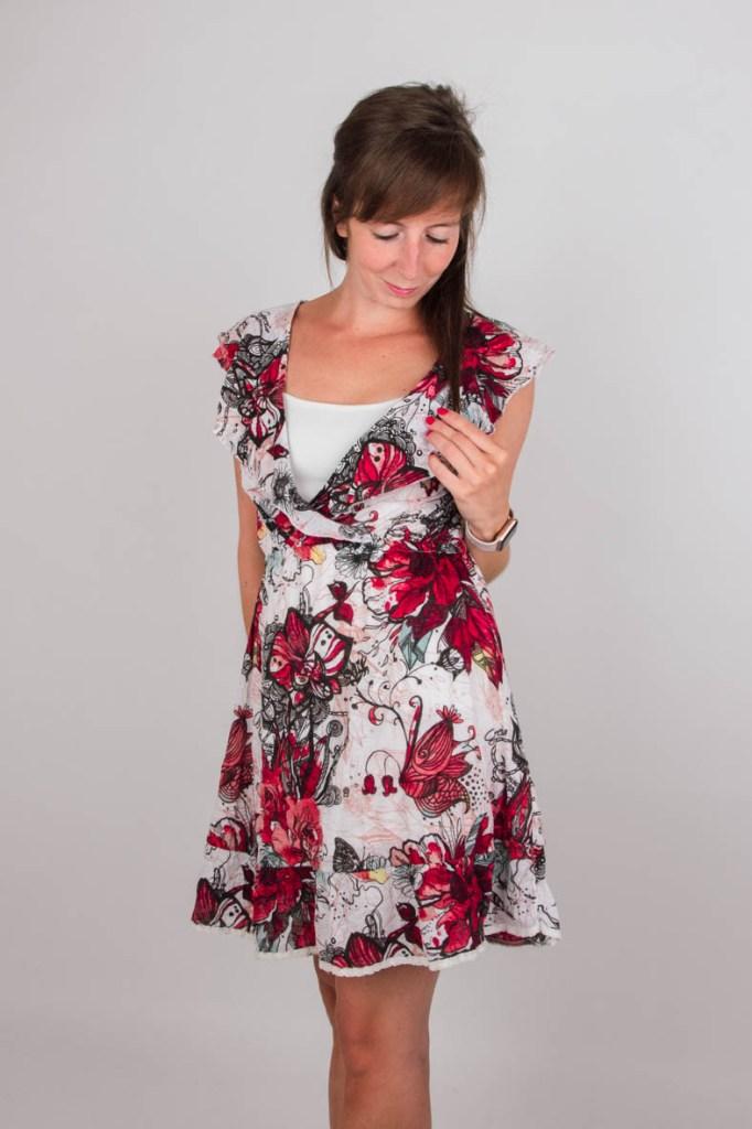 Kleurrijke en geprinte jurk