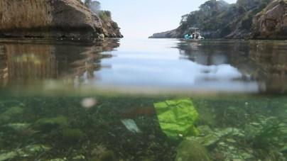 Underwater rubbish