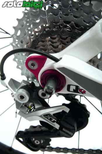 La puntera del cambio es desmontable y el eje trasero en todos los modelos es 142x12 mm.