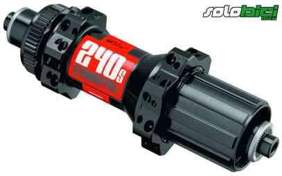 Compatibles con cierres rápidos convencionales o ejes pasantes. Existe también la versión 340, con el mismo mecanismo interno pero algo más pesada.