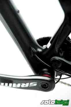 Un pedalier Press Fit BB 92 y un grupo SRAM X0 dan vida a la transmisión