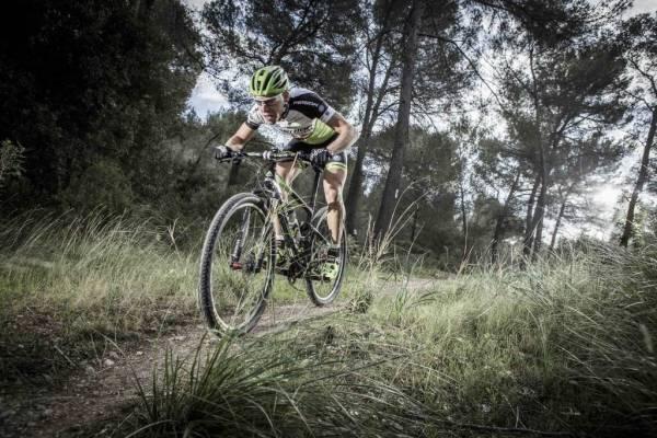 La mayoría de bikers de la Copa del Mundo de cross country sí que apuestan por los guantes. Foto: Merida.