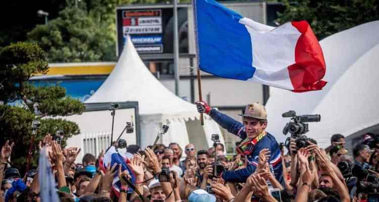 Loic Bruni celebrando un merecido oro