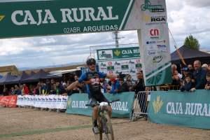 Carlos Coloma entrando en meta