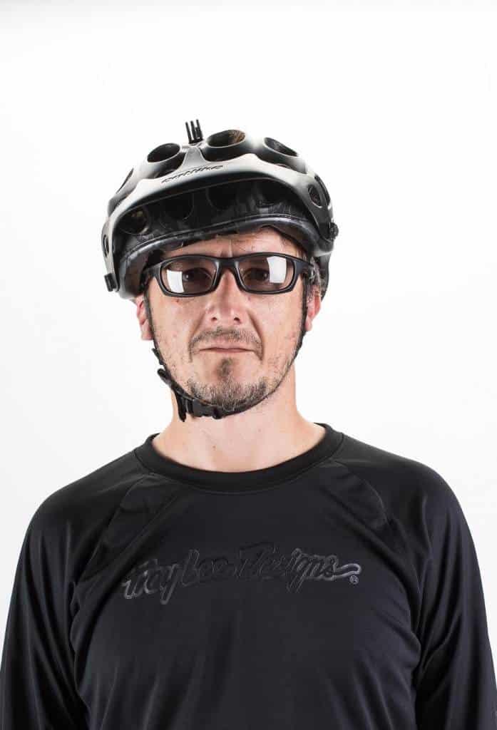 Para conseguir una protección homogénea, debemos evitar que el casco quede torcido.