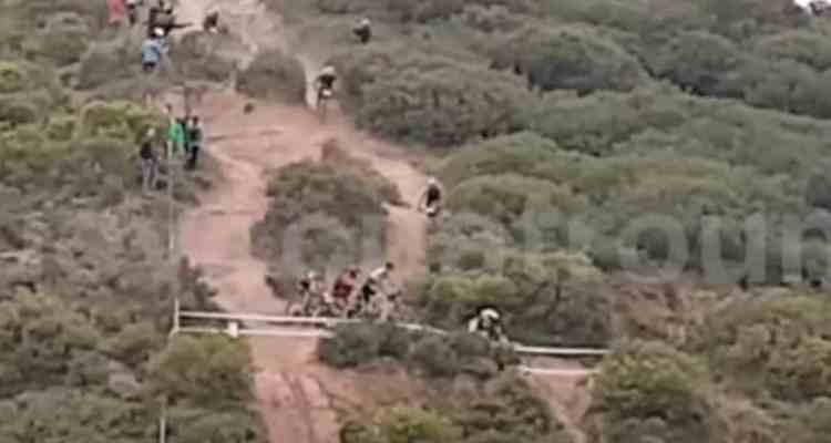 moto bloquea el paso de Coloma
