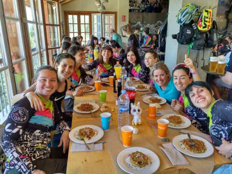 girls bike weekend comida