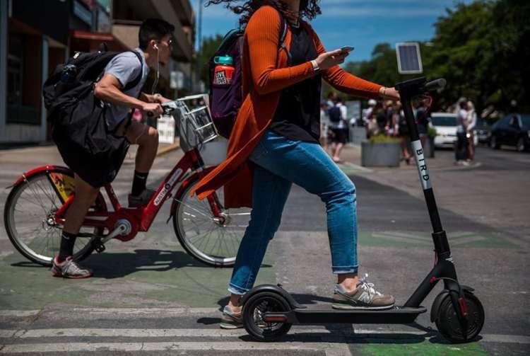 patinete eléctrico en ciudad