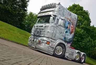Scania-R730-de-James-Bond