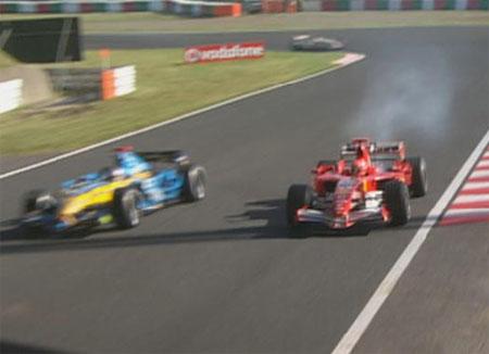 Alonso adelanta a Michael cuando este rompe motor enSuzuka