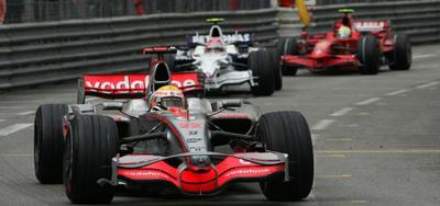 Hamilton acabo la carrera con la rueda pinchada
