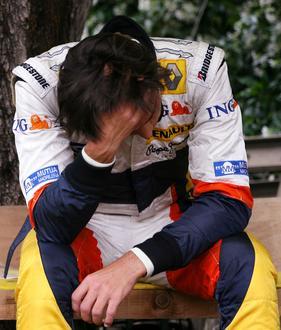Piquet Jr. muestra su tristeza después de abandonar en el GP de Monaco