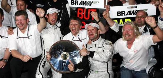 La alegría inundó el box de Brawn GP
