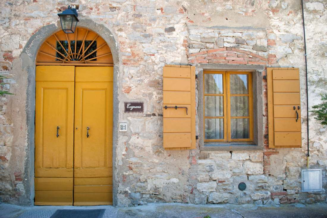 Yellow door on the walk from Radda