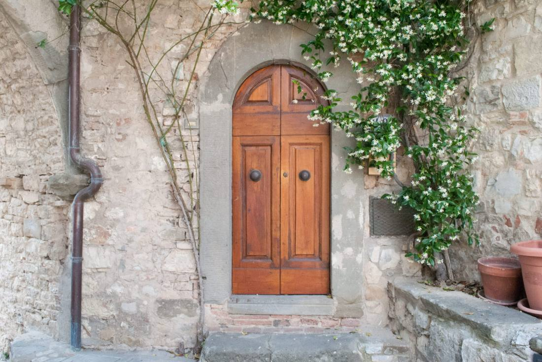 An oddly small door not from the courtyard in Vertine