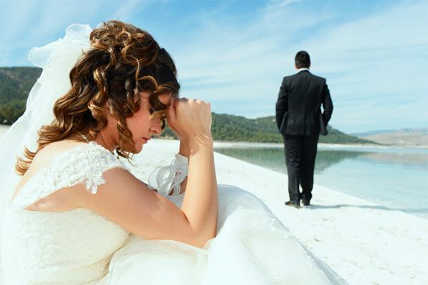 groom-leaving-bride_eppc7l