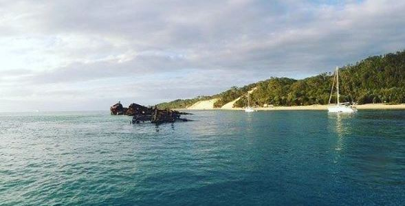 Scuba diving at Tangalooma Wreck (Queensland)