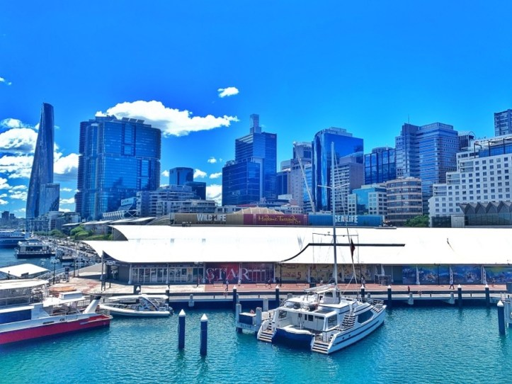 Darling Harbour touristy