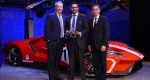 Rahul Gogate Axalta Regional Business Director Accepts Award Ford