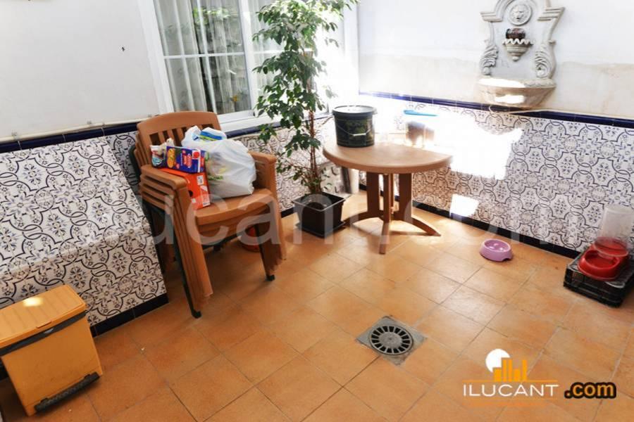 Alicante,Alicante,España,4 Bedrooms Bedrooms,3 BathroomsBathrooms,Planta baja,24382