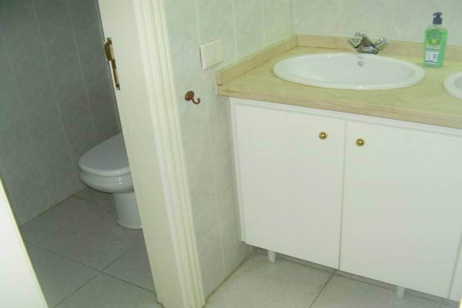 San Cristóbal de La Laguna,Santa Cruz de Tenerife,España,2 Rooms Rooms,2 BathroomsBathrooms,Locales,3652