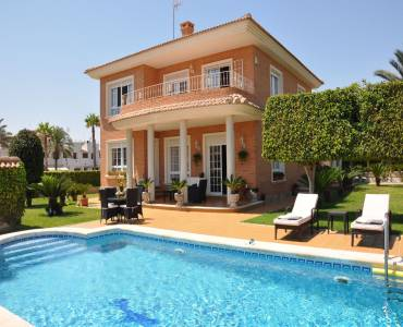Torrevieja,Alicante,España,4 Bedrooms Bedrooms,2 BathroomsBathrooms,Chalets,40195