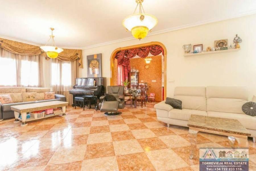 Torrevieja,Alicante,España,5 Bedrooms Bedrooms,5 BathroomsBathrooms,Chalets,40210