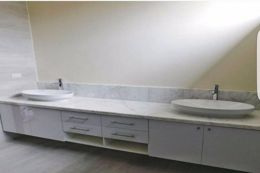 GUAYAQUIL,GUAYAS,Ecuador,4 Bedrooms Bedrooms,4 BathroomsBathrooms,Casas,SAMBORONDON KM 7.5 SAMBORONDON LAGUNA DEL SOL,5943