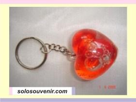 Souvenir Pernikahan Gantungan Kunci kunci love