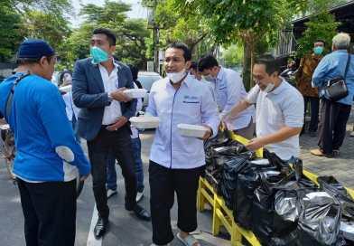 DPC Peradi Kota Surakarta Gelar Sedekah Nasi Jumat