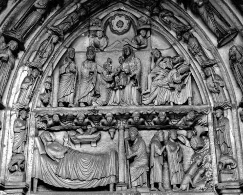 Notre-Dame de Chartres - tympan du portail est du transept nord - scène de la vie de la Vierge.