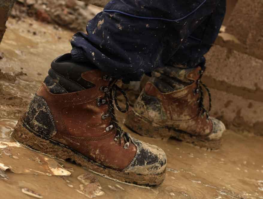 sepatu kerja konstruksi