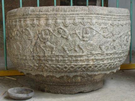 திருவலம் கோயில்: 13-ஆம் நூற்றாண்டுக் கற்பாத்திரத்தில் கோலாட்டம்