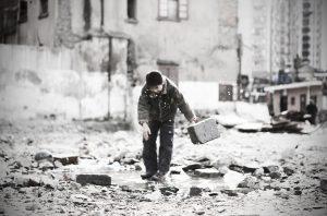 100714_11_kids-in-demolition-site