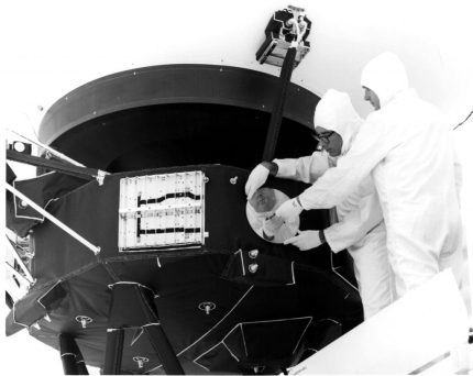 Record_is_attached_to_Voyager_1