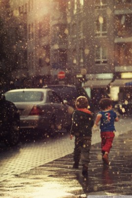 children_running_in_the_rain-wallpaper-640x960