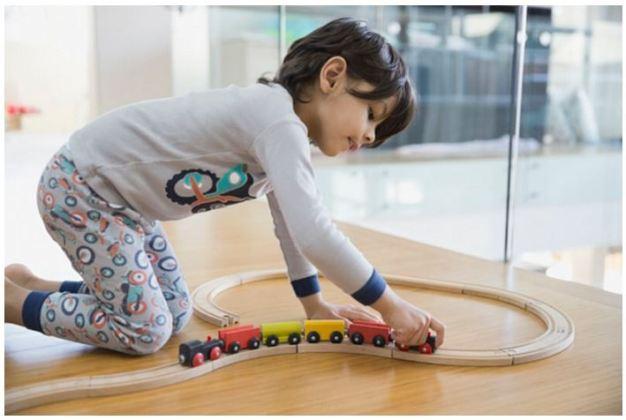 Kid_Children_Train_Tracks_Play_Games_Childhood_Boy_Railways_Colors