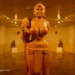 திதர்கஞ்ச் சாமரம் சுமக்கும் பெண் சிலை