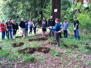 Lauren (SOLVE) talks about some native plant Ethnobotany