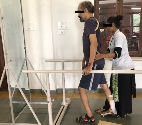 Gait training in parallel bars and with visual feedback