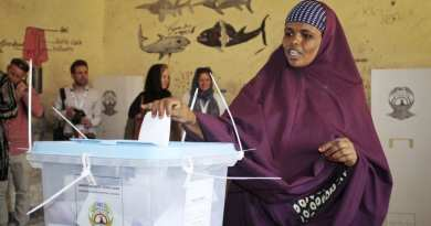 A woman casts her vote in the presidential election in Hargeisa