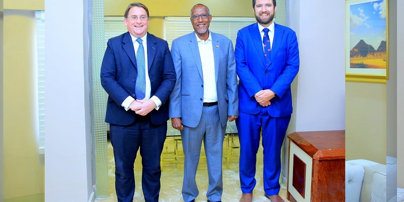 president Bihi with UK ambassador800