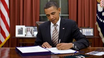 Obama-signs-400x225