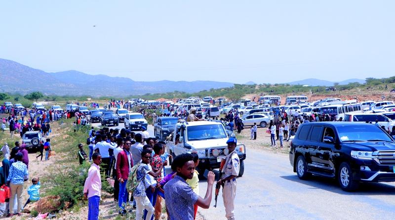Madaxweyne Muuse Biixi oo ka Qayb-galay Xafladda Qalin-jabinta 945 Arday oo  ka Baxay Jaamacadda Camuud (SAWIRRO)   Somaliland Post