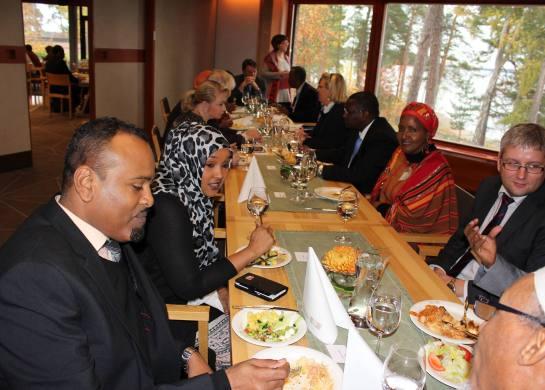 Seminaarin päätteeksi päätettiin pysyvästä yhteistyöverkostosta Pohjoismaiden somalialaisten kesken. Tavoitteena on sekä edistää integraatiota Pohjoismaissa että tukea jälleenrakennusta Somaliassa. Kuva: Warsan media