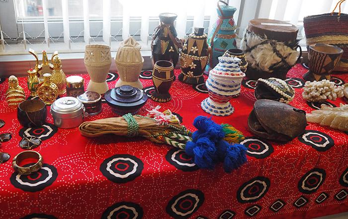 Näyttely somalialaisista esineistä ja somalialaisesta kulttuurista
